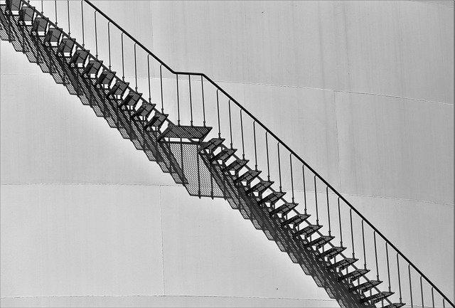 vnější schodiště kovové