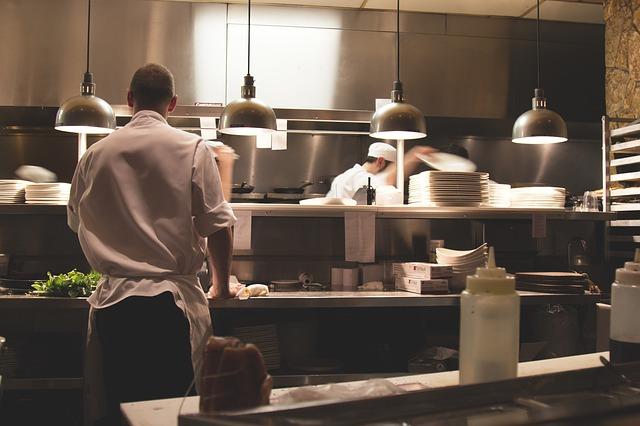 kuchyně v restauraci.jpg