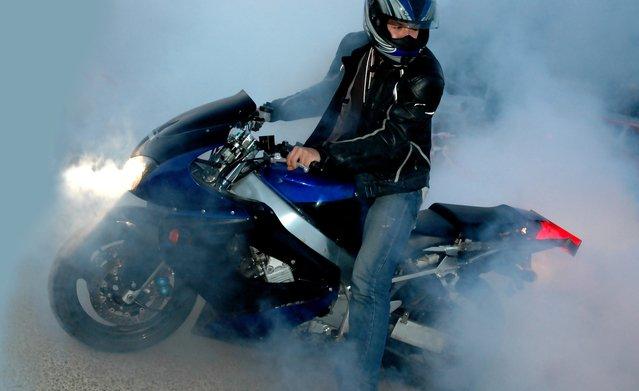 muž na motorke.jpg