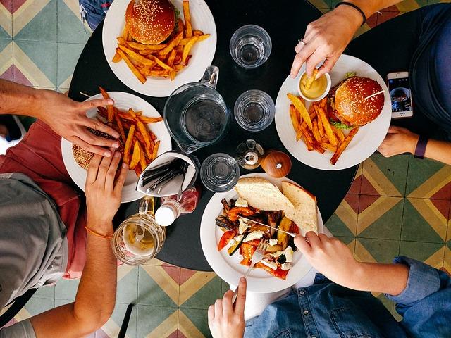 stolovanie v rýchlom občerstvení.jpg