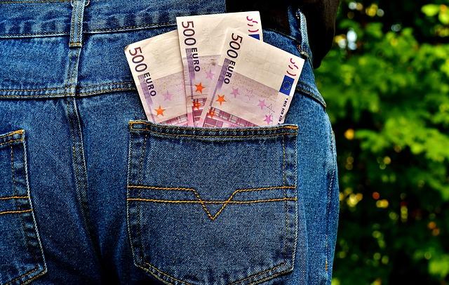 bankovky vo vrecku.jpg