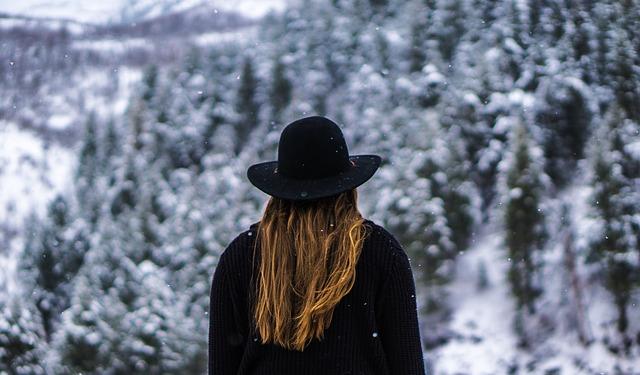 černý klobouk.jpg